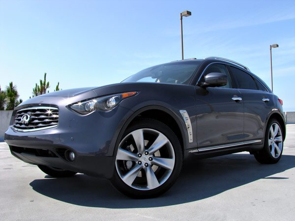 The 2009 Infiniti FX50 is filled with the same luxury and technology as Audi
