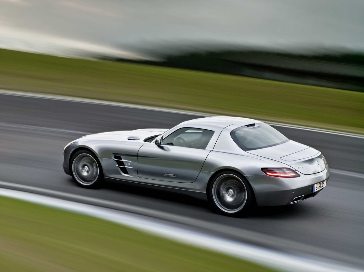 Wednesday wallpaper mercedes benz sls amg speed sport life for Mercedes benz lifestyle