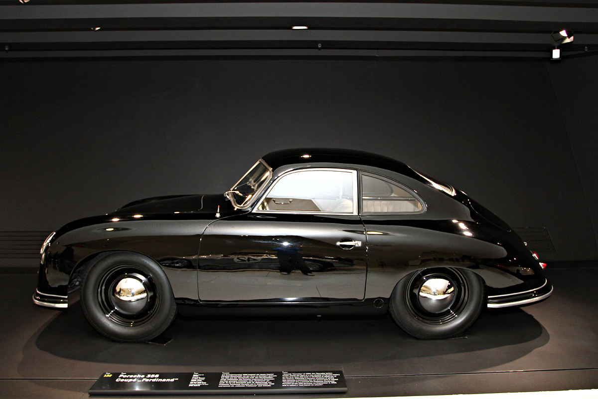 on the road with s s l photo gallery porsche museum. Black Bedroom Furniture Sets. Home Design Ideas